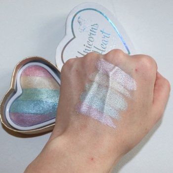 Makeup Revolution rozświetlacz UNICORNS HEART